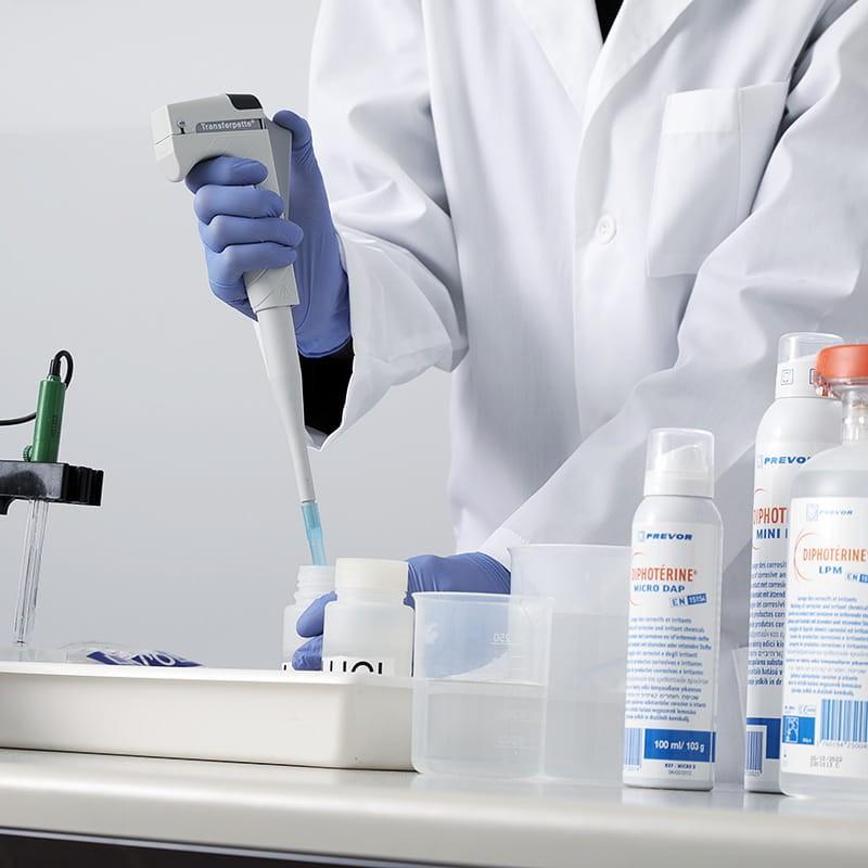 Schulung für die Erste Hilfe nach Zwischenfällen mit chemischen Produkten